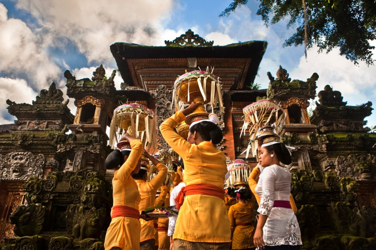 ubud-bali-indonesia-temple-anniversary-canon-eos-5d-mark-ii-24-70mm-coucla-refaat